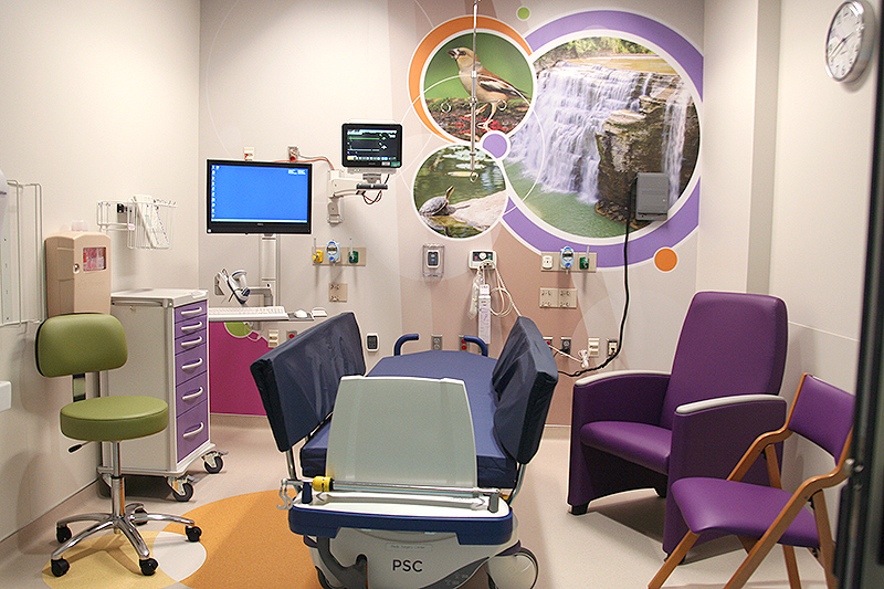 Private pre-operative and post-operative recovery room