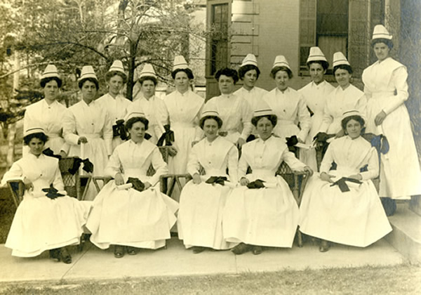 Nursing students 1910