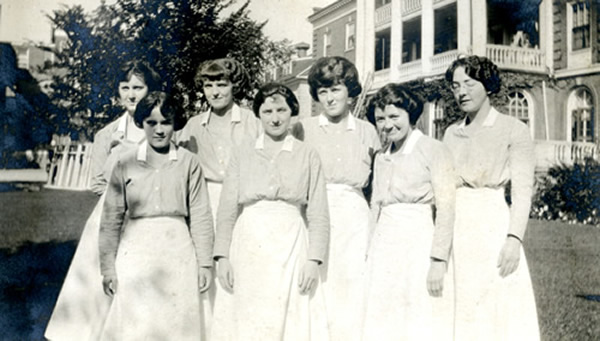 Nursing students 1922