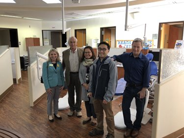 Group tour of pediatric dentistry clinic