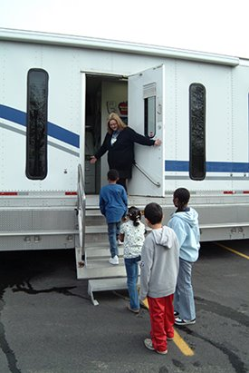 kids entering the smilemobile