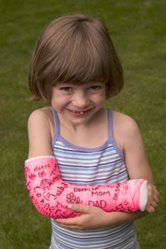 little girl with broken arm